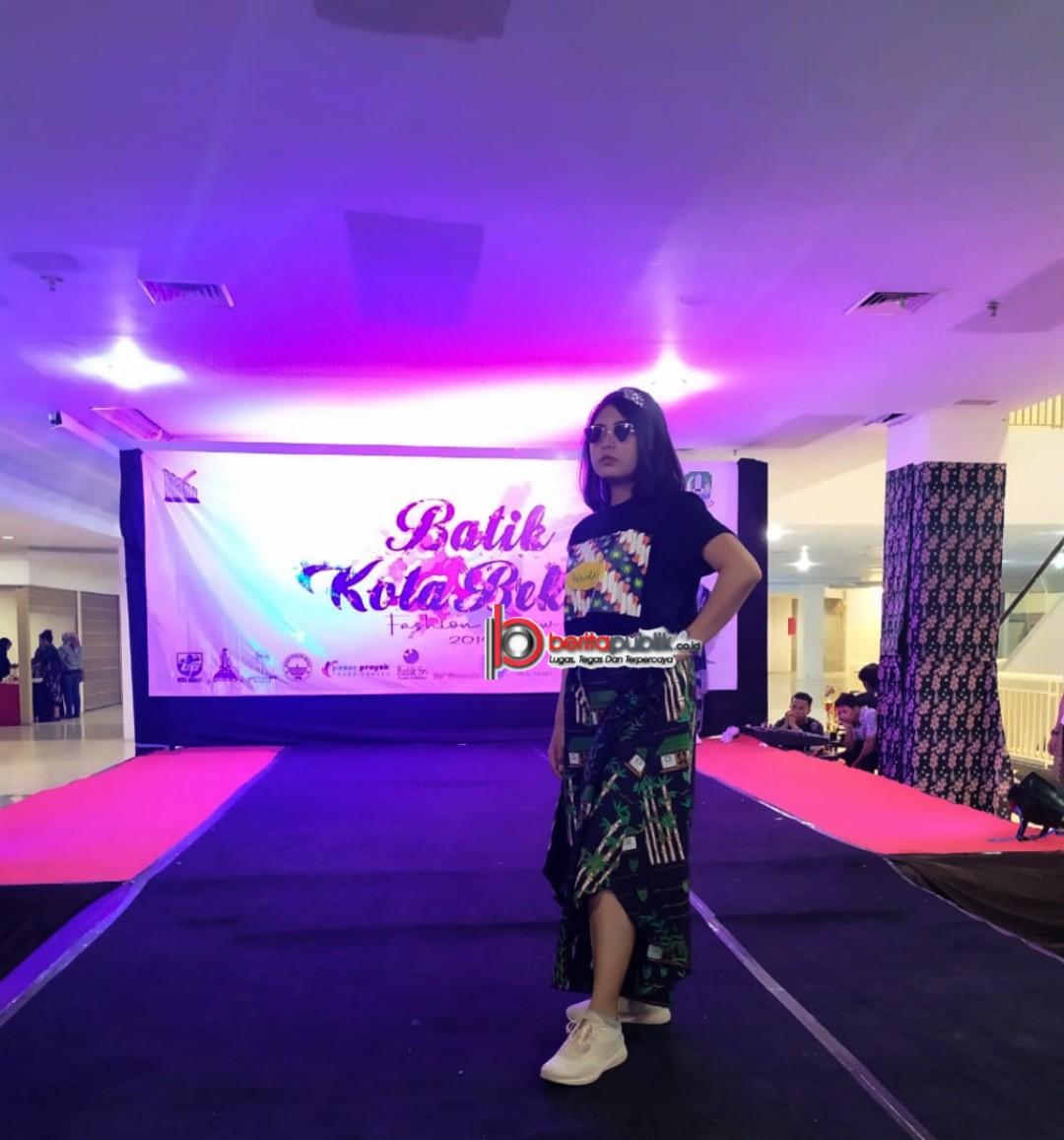 Peragaan Busana Kombas (Komunitas Batik Bekasi) Diperankan Model