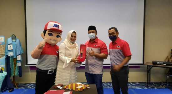 JNE Cikarang ikut berbagi keberkahan melalui kerjasama dengan Asosiasi Muslimah Pengusaha Indonesia (ALISA) Khadijah ICMI Kabupaten Bekasi dalam pengembangan, dan meningkatkan potensi UMKM (Usaha Mikro Kecil Menengah) Kabupaten Bekasi.