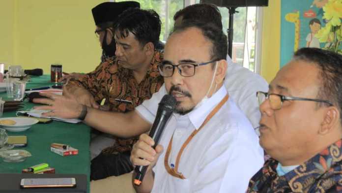 Kepala BPCB Sumbar, Drs. Teguh Hidayat, M.Hum. saat bicara di acara Sosialisasi Persiapan Pemajuan Kebudayaan Nagari Koto Gadang Koto Anau, Kamis 4 Februari 2021. (Dok. Istimewa)