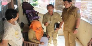 Petugas Disdukcapil saat Melakukan Pendataan Operasi Yustisi