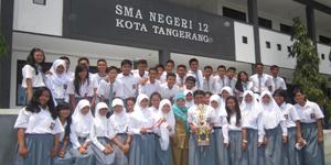 Foto Siswa/i yang Berprestasi Bersama Guru SMAN 12 Tangerang