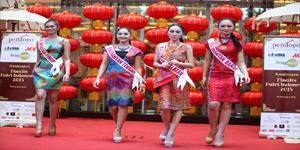 Finalis Puteri Indonesia Fashion Show Menggunakan Batik (Foto : Pendopo Living World Alam Sutera)