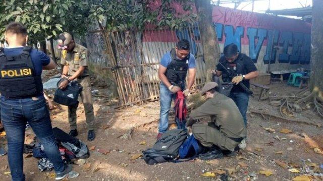 Aparat Satpol PP Saat Merazia Pelajar Di Kota Tangerang