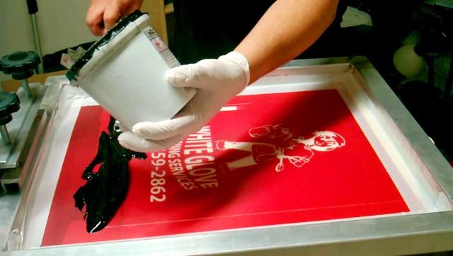 5 artikel tentang sejarah dan perkembangan singkat dari teknik cetak sablon kaos manual