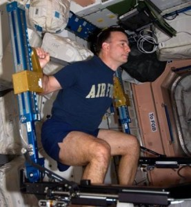 Astronaut Lee Archambault works out with the Advanced Resistive Exercise Device (ARED) on the ISS [Public Domain] via NASA.