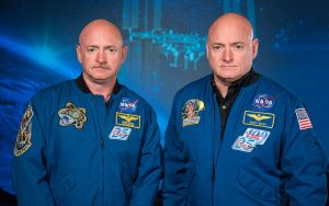 Twins Mark (left) and Scott (right) Kelly at the Johnson Space Center, Houston. [Public Domain] via Wikimedia Commons.