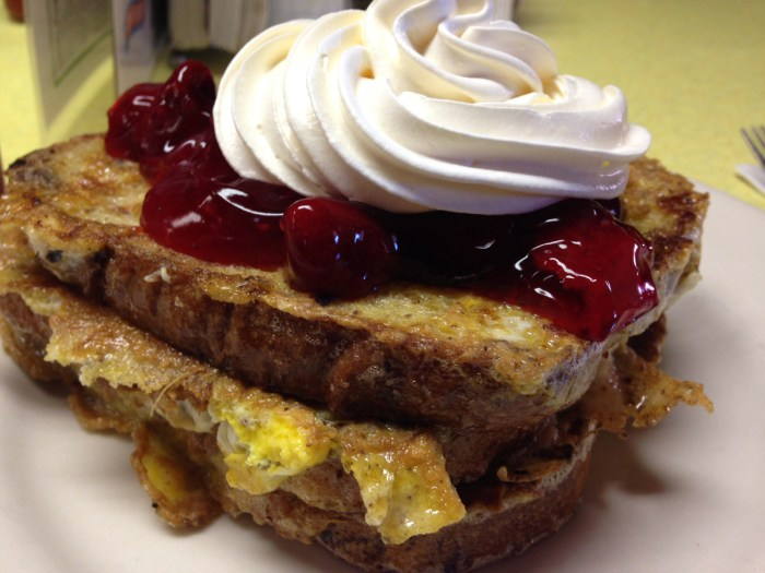 letterman-s-diner-strawberry-stuffed-french-toast