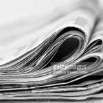 zeigt einen Stapel Zeitungen