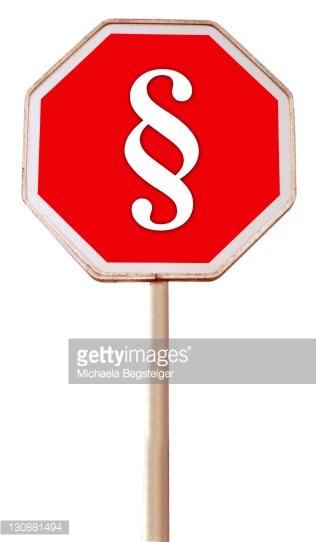 zeigt ein Stopschild mit Paragraphen
