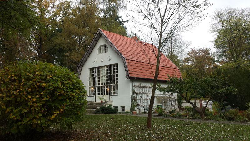 Eiserne Villa set fra haven. Foto: Kirsten Andersen