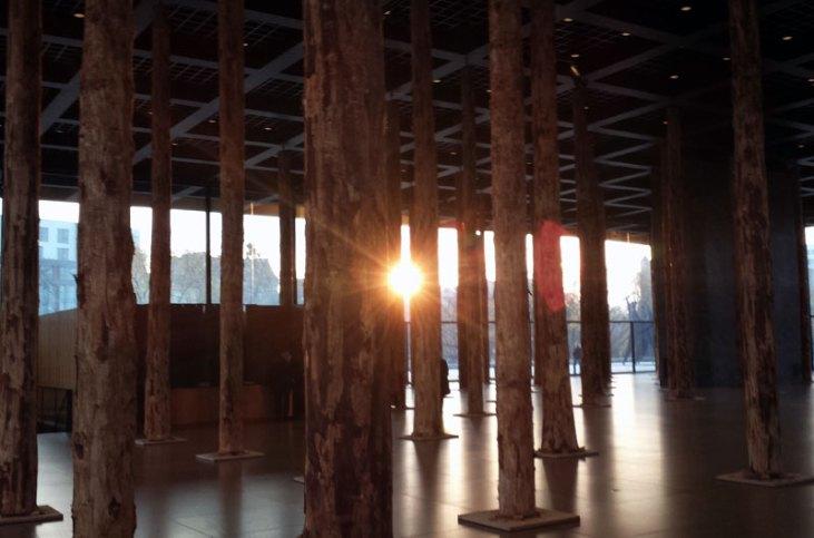 Chipperfields søjler står som en skov i hele forhallen. Foto: Kirsten Andersen
