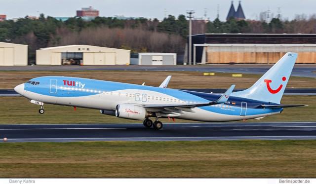 TUIfly, Boeing 737-800(WL) D-ASUN (TXL 1.12. 2015)