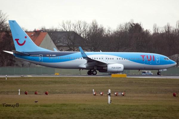 TUI Boeing 737-800(WL) D-ABKI (© TonyB)