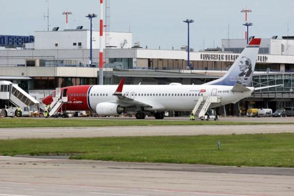 Eine Boeing 737-800 der Norwegian am Flughafen Schönefeld (© O. Pritzkow)