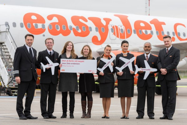 Erstflug mit easyjet nach La Palma am 1. November 2016: Carl Sange - easyJet Captain, Michael Subrt - easyJet Senior First Officer, Rebekka Hinze - easyJet Marketing, Jana Friedrich - FBB Aviation Marketing, Noemi Garcia - easyJet Flugbegleiterin, Sonia Cremende - easyJet Flugbegleiterin, Mike Hildemann - easyJet Flugbegleiter, Kai-Uwe Erdmann, easyJet Purser (v.l.n.r.).