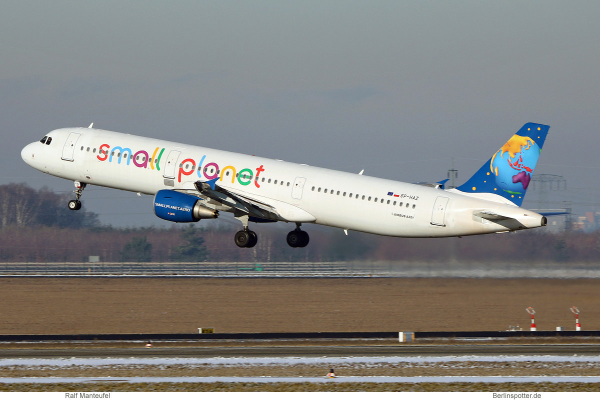 Small Planet Airlines Poland Airbus A321-200 SP-HAZ