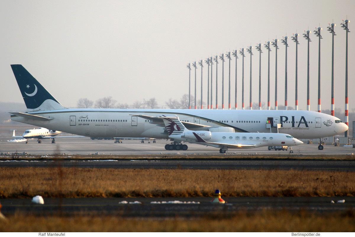 PIA Pakistan Boeing 777-300ER AP-BHW
