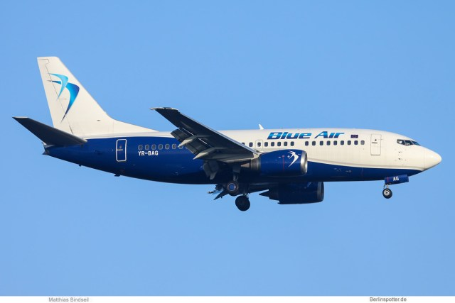 Blue Air Boeing 737-500 YR-BAG (TXL 28.1. 2017)