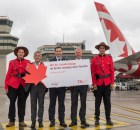 V.l.n.r.: Mountie, Elmar Kleinert (Geschäftsfeldleiter Operations, Flughafen Berlin Brandenburg GmbH), Jean-Christophe Hérault (Air Canada Manager Germany), Frank Hartung (Air Canada Sales Manager Germany), Mountie (Foto: G. Wicker, FBB)