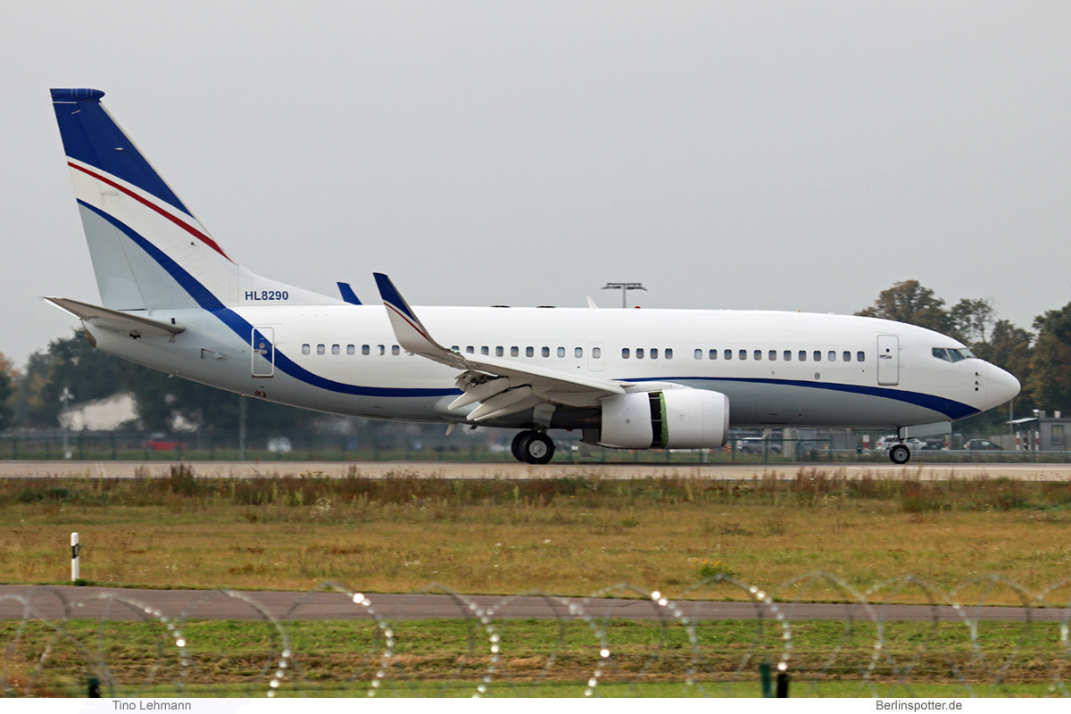 Hyundai Boeing 737-700(BBJ) HL8290