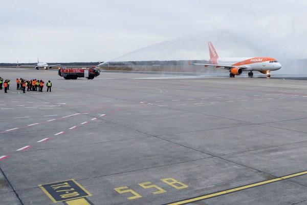easyJet Airbus A320-200 G-EZTH, Erstflug ab Tegel (TXL 5.1. 2018, T. Kierok)