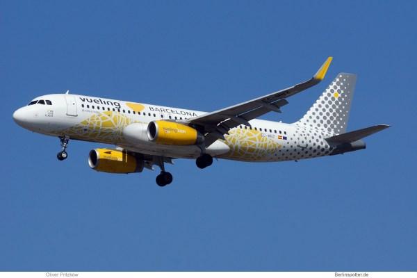 Vueling, Airbus A320-200(SL) EC-MNZ, Barcelona-Bemalung (TXL 21.4. 2018)