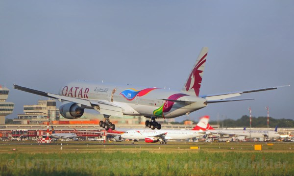 Qatar Airways Boeing 777-300ER A7-BAX, FIFA 2022 cs. (TXL 29.7. 2018)