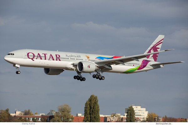 Qatar Airways Boeing 777-300ER A7-BAX, FIFA 2022 cs. (TXL 20.10. 2018)