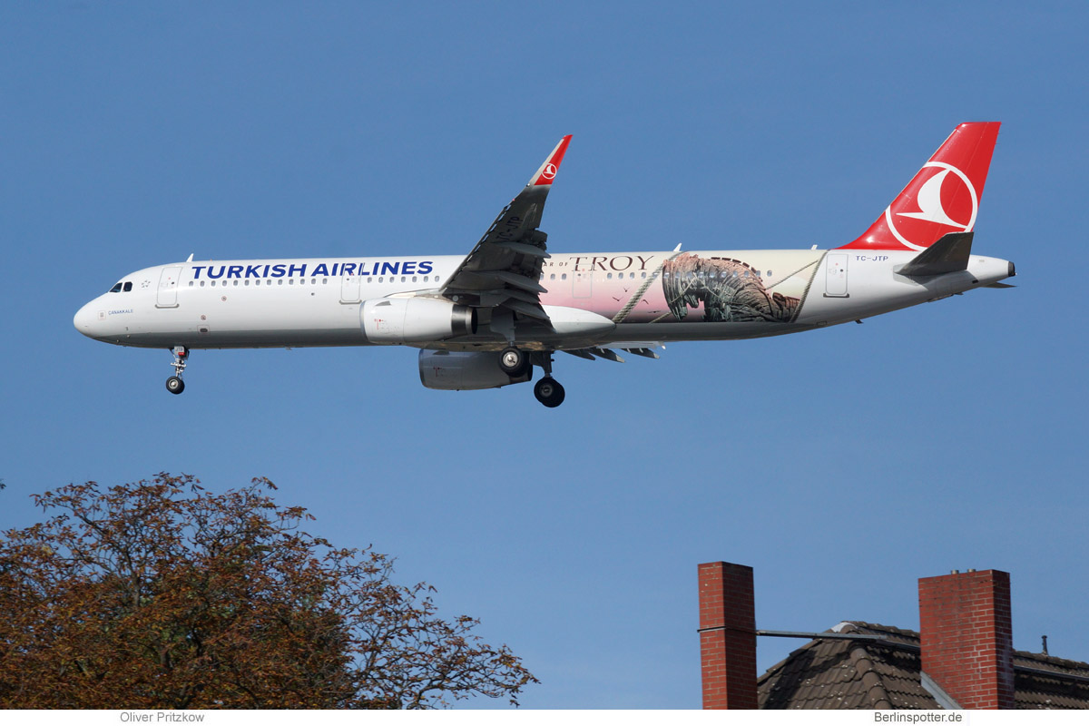 Turkish Airlines Airbus A321-200 TC-JTP