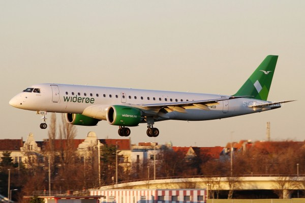 Wideroe, Embraer 190-E2 LN-WEB (TXL 15.2.2019)