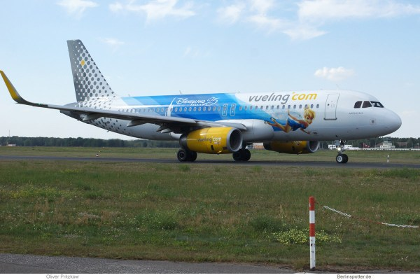 Vueling, Airbus A320-200(SL) EC-MLE, 25 years Disneyland Paris (TXL 4.9.2019)