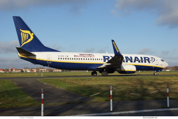 "Ryanair, Boeing 737-800(WL) EI-EPD, Sticker ""Krakow & Malopolska"" (TXL 30.11.2019)"