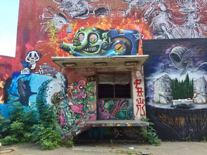 Graffiti og street art på toppen af Teufelsberg