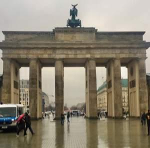 Brandenburger Tor med Unter den Linden i baggrunden - Berlins bydele