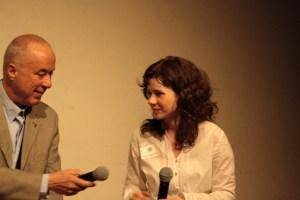 Van Meer und Moderatorin Marie Beckmann. Bild: Tito Loria.