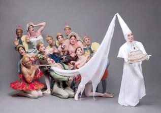 trocks-foto-01-credit-sascha-vaughan-raymondas-wedding