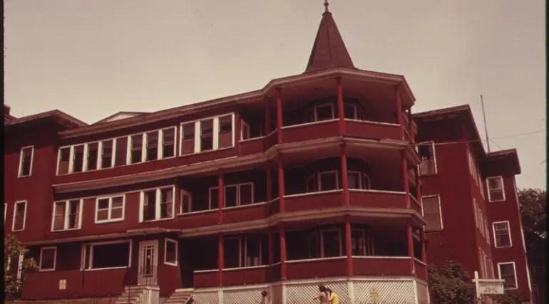 Il vecchio ospedale di Berlin, New Hampshire, in una foto del 1973