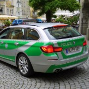 cc0 pixabay https://pixabay.com/it/tedesco-polizia-auto-bmw-polizei-1539596/ polizia arrestati sospetti