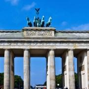 Porta di Brandeburgo, https://pixabay.com/it/photos/porta-di-brandeburgo-berlino-estate-1041803/, TreptowerAlex, CC0