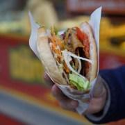 Kebab, FreeToUseSounds, https://pixabay.com/it/photos/kebab-doner-kebab-tagliente-2451112/ CC0