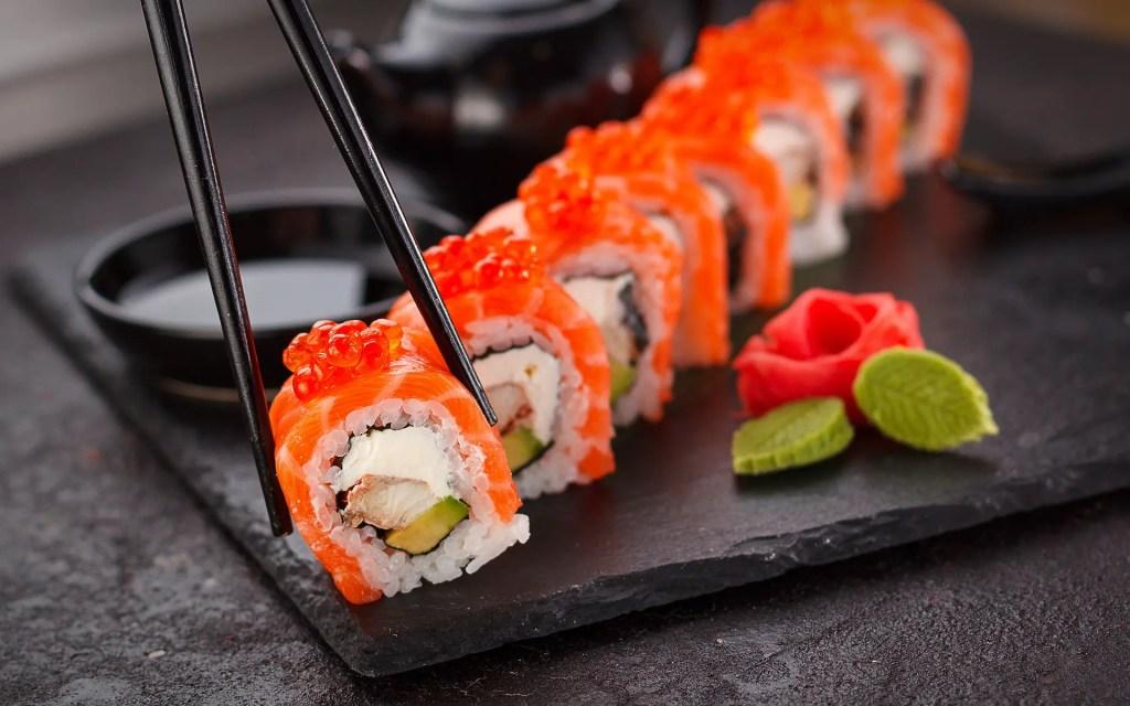 Sushi Bar C, https://pixabay.com/it/photos/sushi-giapponese-piastra