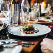 Restaurant C Free-Photos on https://pixabay.com/it/photos/ristorante-cibo-pranzo-cena-691397/