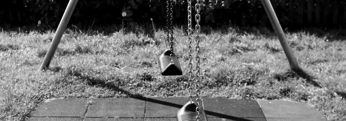 Altalena, ©https://pixabay.com/it/photos/altalena-parco-giochi-1876334/
