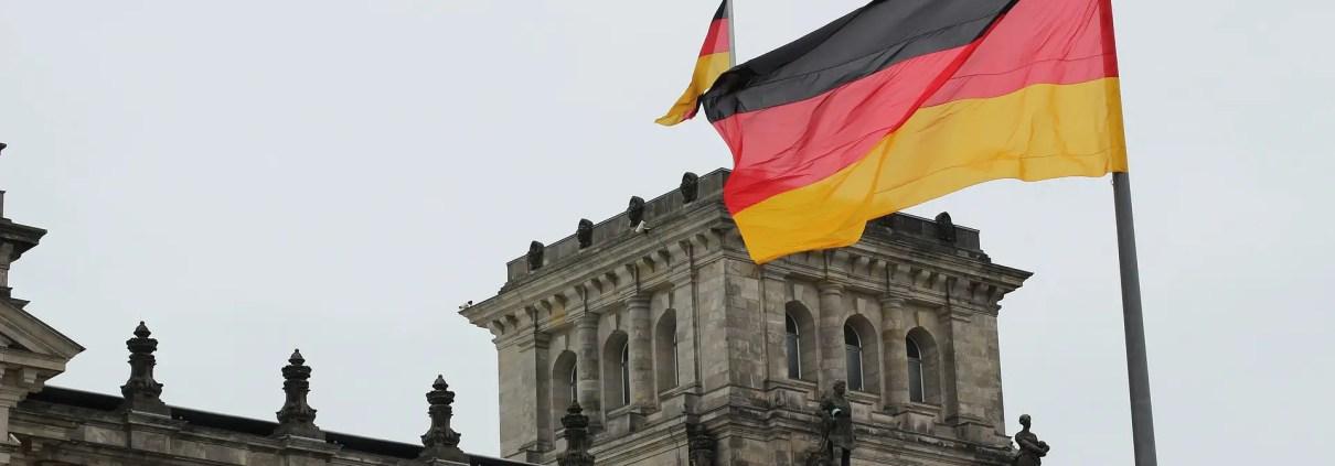 Germania C Ildigo on pixabay https://pixabay.com/it/photos/germania-bandiera-reichstag-berlino-2743394/