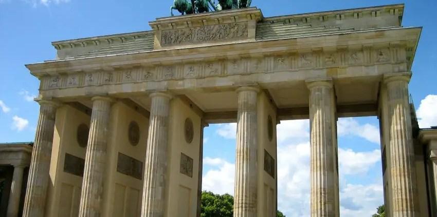 Porta di Brandeburgo C suesun on pixabay https://pixabay.com/it/photos/porta-di-brandeburgo-berlino-90946/