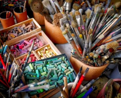 pennello, ©fietzfotos, https://pixabay.com/it/photos/spazzola-gesso-colore-atelier-2927793/