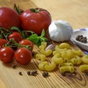 pixabay cc0 https://pixabay.com/it/photos/cucina-italiana-pomodoro-pasta-1436418/