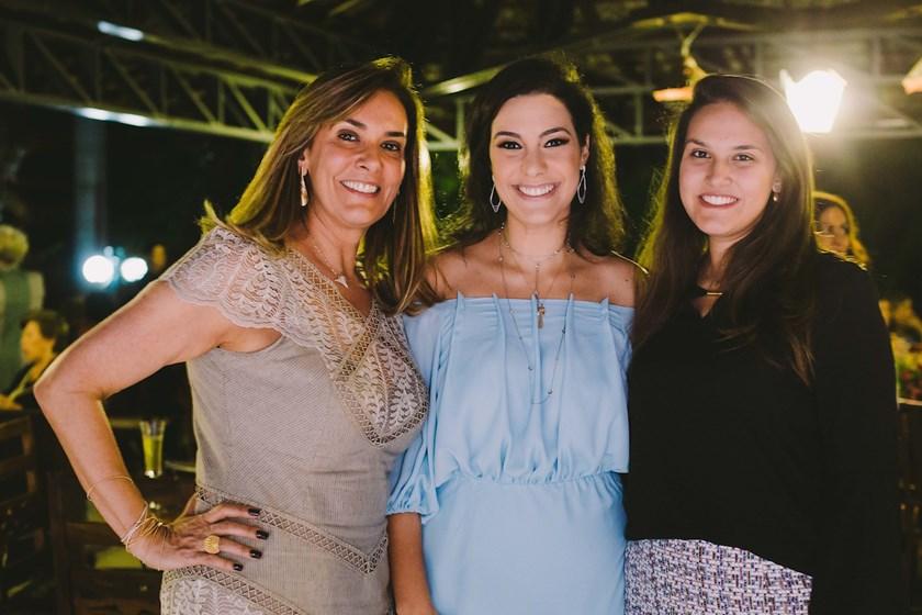 Claudia Corrêa com Gabriela e Rafaela