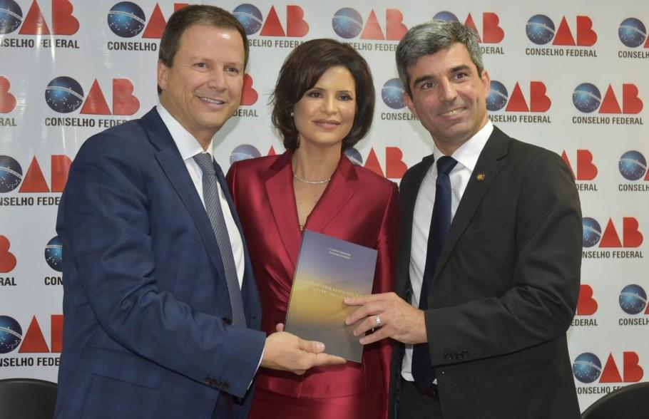 Claudio Lamachia,  Estefania Viveiros e Juliano Costa Couto