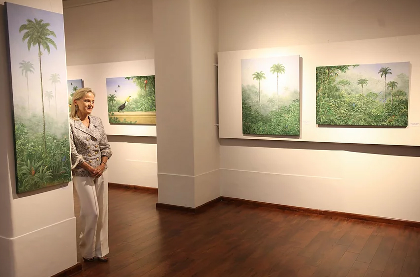 Quadros da artista Lelli de Orleans e Bragança